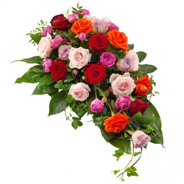 Båredekoration med roser i forskellige varme farver